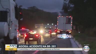 Acidente com, pelo menos, dois caminhões e um carro deixa feridos na Sabará - Os cinco ocupantes do carro se feriram e foram socorridos na BR-381, chamada Rodovia da Morte. De acordo com o Samu, um deles não sobreviveu.
