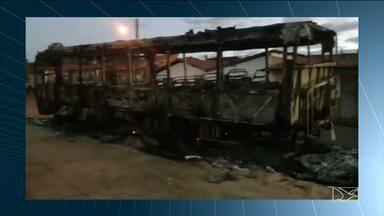 Incêndio destrói ônibus que levava estudantes para Jogos Escolares no Maranhão - Acidente foi na madrugada desse domingo (22) e ninguém ficou ferido.