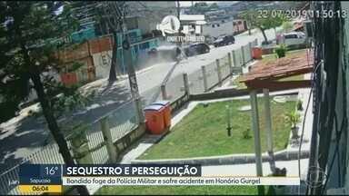 Sequestro-relâmpago termina com perseguição e tiroteio em Honório Gurgel - Um dos bandidos fugiu de carro com uma das vítimas e acabou batendo de frente com outro carro.