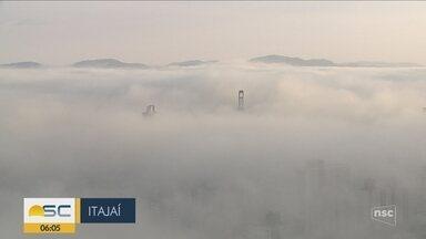 Nevoeiro marítimo afeta portos e aeroportos de SC - Nevoeiro marítimo afeta portos e aeroportos de SC
