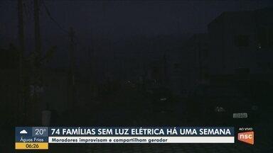 Cerca de 70 famílias estão sem energia elétrica há uma semana em Florianópolis - Cerca de 70 famílias estão sem energia elétrica há uma semana em Florianópolis