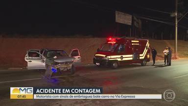 Duas pessoas ficam feridas em acidente na Via Expressa, em Belo Horizonte - De acordo com os bombeiros que atenderam à ocorrência, o motorista estava com sintomas de embriaguez.