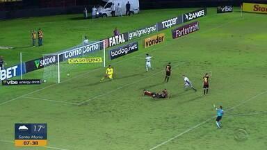 Chuva quase impede partida entre Brasil de Pelotas e Recife - Assista ao vídeo.