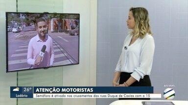 Cruzamento de Corumbá recebe sinalização - Semáforos devem organizar o trânsito na região.