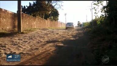 Pela 5ª vez, moradores cobram recapeamento de rua em Franca, SP - Problema persiste desde janeiro na Rua Lázara Arlinda de Almeida.