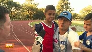 Papai Dudu: atacante do Palmeiras acompanha jogo do filho e fala sobre susto em voo - Papai Dudu: atacante do Palmeiras acompanha jogo do filho e fala sobre susto em voo