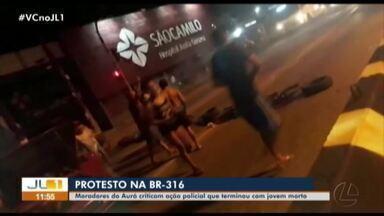 Moradores do Aurá interditam BR-316 contra ação policial no bairro - Moradores do Aurá interditam BR-316 contra ação policial no bairro