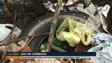 Descarte ilegal de lixo contamina córregos de Ponta Grossa - Prefeitura diz que tenta manter limpeza das águas em dia, mas que é difícil sem a ajuda da população.
