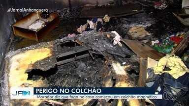 Problema em colchão magnético pode ter causado incêndio que destruiu parte de casa - Moradores da residência em Trindade dizem que chegou a sair fogo do colchão.