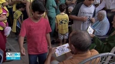 Voluntários participam de ação social em abrigo de idosos - Crianças e jovens celebraram o Dia dos Avós
