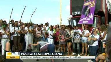 Marcha das Mulheres Negras em Copacabana - Centenas de pessoas saíram no domingo para pedir o fim do racismo, do sexismo e da violência.