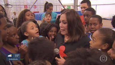 Susana Vieira visita Instituto BH Futuro apoiada pelo Criança Esperança em BH - Atriz se emocionou e falou sobre a importância da iniciativa do projeto.