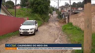 Calendário do Meio-Dia Paraná: moradores do bairro Cachoeira ainda não receberam asfalto - Prazo para a Prefeitura asfaltar as ruas João Kryzanowiski e Raul Kuhn, em Curitiba, era esta segunda-feira (29).