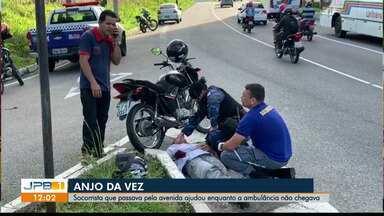 Homem passa quase três horas no asfalto esperando por socorro em João Pessoa - Ele sofreu acidente de moto.