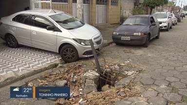 Moradores reclamam de buracos em São Vicente, SP - População que vive no bairro Cidade Náutica pede solução por parte da prefeitura.
