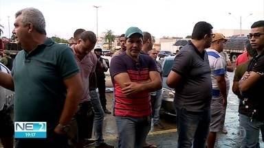Comerciantes fecham entrada do Ceasa e polícia é acionada no Recife - Houve confusão no Centro de Abastecimento.