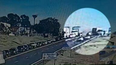 Foram enterradas hoje as três pessoas que morreram no acidente na BR-277 - Polícia diz que acidente pode ter sido causado por desatenção.