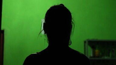 Moradora de comunidade sem luz no Piauí sonha em ser cantora - Naiane Carvalho vive em uma comunidade que não possui energia elétrica no município de Curral Novo do Piauí, no Piauí.