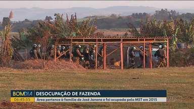 Polícia faz reintegração de posse em fazenda ocupada na área rural de Londrina - Propriedade pertencia à família do ex-deputado José Janene, já falecido.