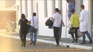 Polícia investiga troca de bebês em Goiás - Suspeita é que duas crianças que nasceram no mesmo dia tenham sido trocadas. Enquanto aguardam os novos testes de DNA, os dois casais decidiram morar juntos.