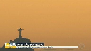 Confira a previsão do tempo para a quarta-feira (31) no Rio de Janeiro - A previsão é de sol para o Rio de Janeiro. O dia pode começar com chuva fraca e isolada em alguns pontos do litoral do estado. A temperatura máxima prevista para a região metropolitana é de 29ºC.