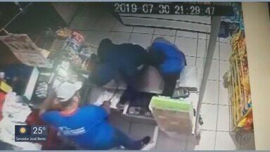 Imagens registram assalto a supermercado em Pouso Alegre, MG - Imagens registram assalto a supermercado em Pouso Alegre, MG
