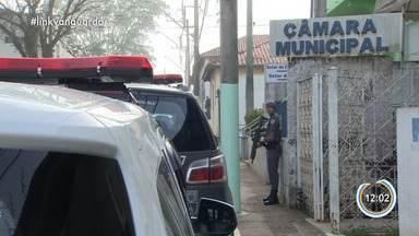 MP faz operação contra fraude no transporte escolar em Jambeiro - São 17 mandados e, além de Jambeiro, em outras seis cidades.