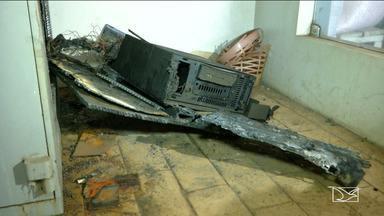 Bandidos explodem agência bancária em Esperantinopólis - Durante a ação, os criminosos metralharam a viatura da Polícia Militar.