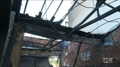 Incêndio atinge loja no centro de Bacabal e provoca pânico na cidade - Bombeiros tiveram muito trabalho para conter as chamas e até o momento, não se sabe o que causou o incêndio.