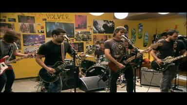 River Raid e Volver - Duas bandas de Recife que não fazem exatamente o som que se espera quando se junta as palavras Recife e música na mesma frase: The River Raid e Volver.