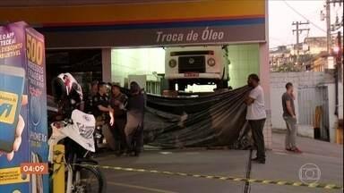 Explosão em posto de Itaquaquecetuba (SP) mata duas pessoas - A explosão aconteceu no espaço reservado para troca de óleo. O motorista Fabiano Lemos de Oliveira, que estava no local, morreu a caminho do hospital. Um funcionário do posto, que prestava o serviço, morreu na hora.