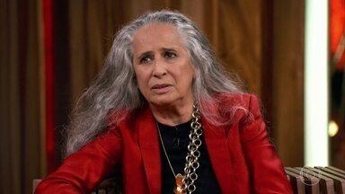 Maria Bethânia lembra que Caetano sempre foi grande parceiro da sua vida - Na infância, o músico chegou a dizer a irmã que era Deus para poupá-la de ir para as missas