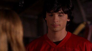 Cabeça-quente - Clark entra para o time de futebol da escola e descobre que o treinador, alterado por criptonita, está trapaceando. Lex enfrenta seu pai pelo controle da LuthorCorp.