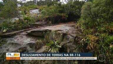 Deslizamento de pedras na BR-116 foi causado por degradação da encosta, diz especialista - Incidente aconteceu no fim de semana, em Teresópolis.