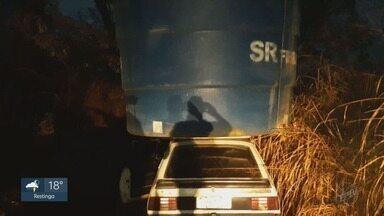 Ladrões tentam fugir com caixa d'água furtada sobre carro em Patrocínio Paulista - Três suspeitos foram presos em flagrante depois do crime.