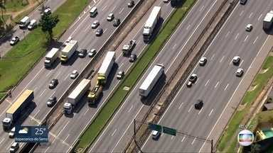 Acidente grave na via Dutra - Três veículos se envolveram em batida no sentido São Paulo