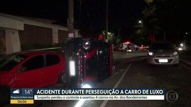 Perseguição policial acaba em acidente na Zona Sul de São Paulo - Suspeito perdeu o controle do veículo e acertou outros quatro carros