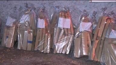 Polícia de SP encontra 1,5 tonelada de maconha escondida num caminhão carregado de milho - A apreensão foi no interior do estado. Investigadores acreditam que o destino da droga era Região Metropolitana de São Paulo.