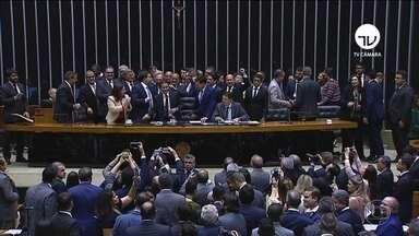 Previdência chega ao Senado sem mudanças no texto aprovado na Câmara - Deputados mantiveram a estimativa do governo de economizar R$ 933 bilhões com a reforma em dez anos.