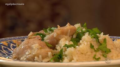 Dona Marlene, mãe de Neto Fagundes, prepara Arroz com Galinha, prato favorito do filho - Assista ao vídeo.