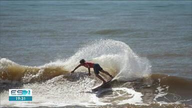 2ª etapa do Tríplice Coroa de Surf acontece em Pontal do Ipiranga, litoral de Linhares - Tempo promete estar firme neste domingo (11).