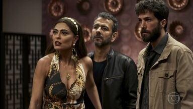 Maria da Paz defende Amadeu - Adão ameaça o advogado, mas tem um ataque cardíaco e não resiste