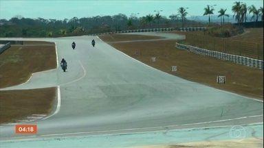 Piloto morre em corrida de motociclismo em Goiânia - O piloto Welles Lins de Carvalho Balbino, de 31 anos, morreu na tarde deste domingo (11) após sofrer um acidente na última curva da prova de Superbike, que ele disputava no autódromo de Goiânia.