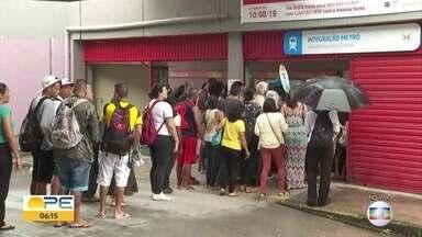 Integração entre ônibus e metrô exige uso do VEM no TI Santa Luzia - Passageiros têm duas horas para passar o cartão no validador e passar sem pagar nova passagem.