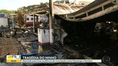Representantes do Flamengo se encontram com parentes de vítimas de incêndio - Clube e famílias de jovens que morreram no Ninho do Urubu participam de audiência de conciliação.