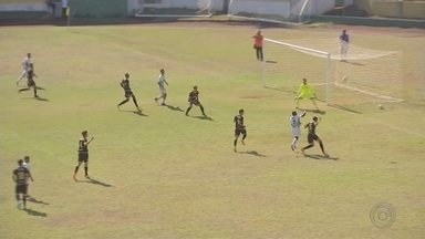 Jogando em casa, XV de Jaú perde para o Mauá FC - O XV de Jaú precisava apenas de um empate para avançar na segunda divisão do Campeonato Paulista, mas acabou perdendo por um a zero.