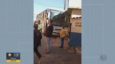 Dois ônibus da mesma linha se envolvem em acidentes em São Tomé das Letras, MG - Dois ônibus da mesma linha se envolvem em acidentes em São Tomé das Letras, MG