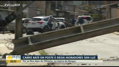 Motorista bate e derruba poste no bairro do Bengui, em Belém - Acidente deixou moradores sem luz no Dia dos Pais.