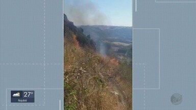 Incêndio atinge área de 6 hectares na Pedra Balão, em Poços de Caldas - Incêndio atinge área de 6 hectares na Pedra Balão, em Poços de Caldas