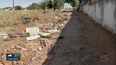 Moradores reclamam de rua sem asfalto no Jardim Mato Grosso - Secretaria de obras deve fazer manutenção no local